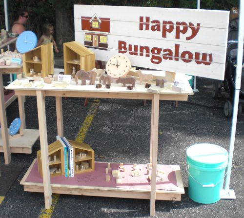 Happy Bungalows show display table